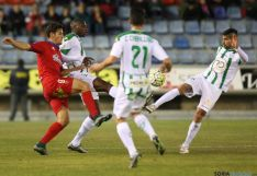 Foto 2 - Al Numancia le sabe a poco el empate frente al Córdoba (1-1)