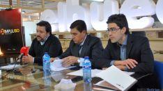 Joaquín Alcalde, (izda.), Carlos Martínez Izquierdo y Sergio Cabrerizo este jueves. / SN