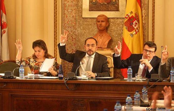 Luis Rey, presidente de la Diputación, también defiende la continuidad de la institución.