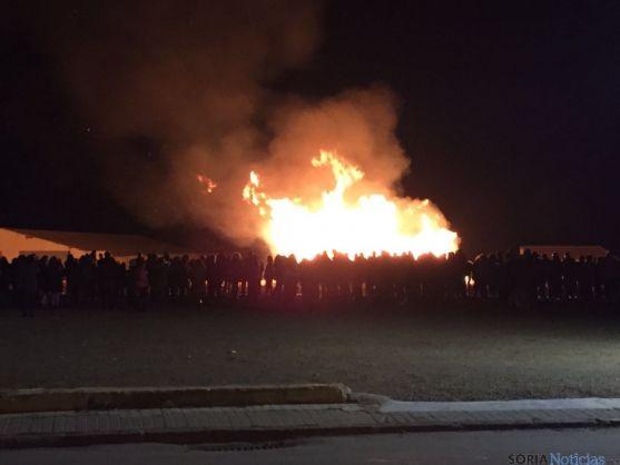 Ólvega revivió el incendio de su castillo.