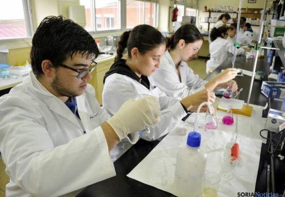 El concurso incentiva entre los alumnos el conocimiento de la química.