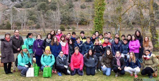 Reponsables del programa junto con alumnos del proyecto y del Politécnico.