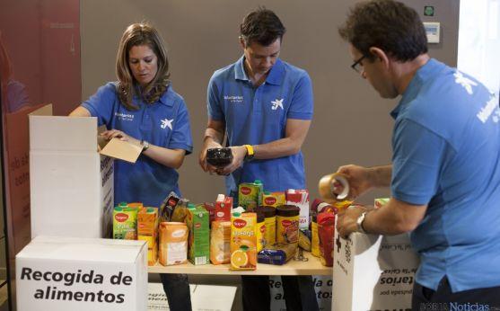Voluntarios de la entidad en una de sus labores.