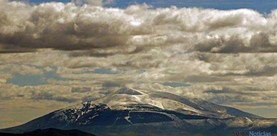 Imagen invernal del Moncayo, parcialmente nevado. / SN