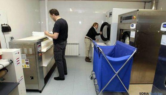 Labores de lavandería en el centro especial de empleo.