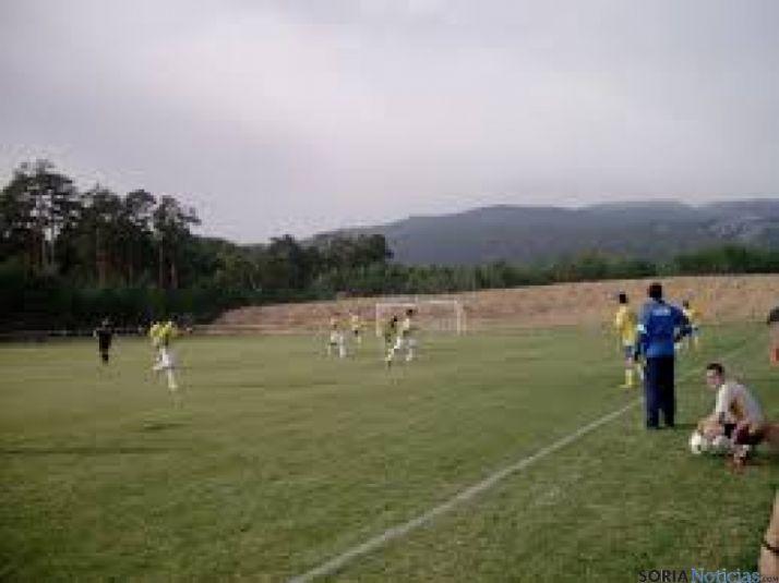 Campo de fútbol de Duruelo de la Sierra.
