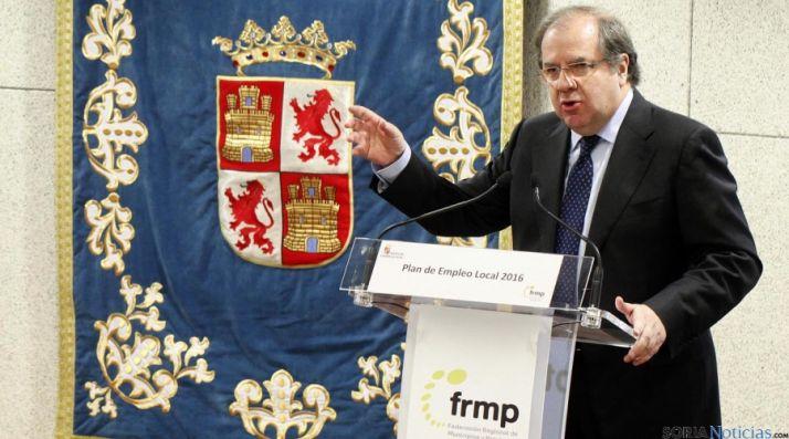 Juan Vicente Herrera, este miércoles en la firma del Plan de Empleo. / Jta.