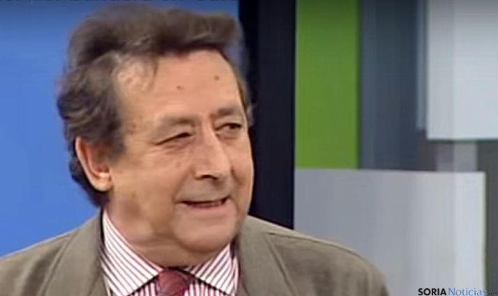 El periodista Alfonso Ussía en una entrevista televisiva./TM