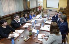 Reunión entre agentes sociales y económicos con el PSOE, en la Cámara.