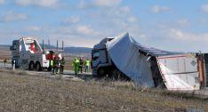 Accidente de un camión en la 122, cerca de Aldealpozo. / SN