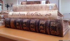 Dos de los ejemplares de la biblioteca. / SN