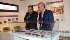 Luis Rey (izda.) y Anselmo Jiménez en el Museo de las Canteras Molineras de Trévago./Dip.