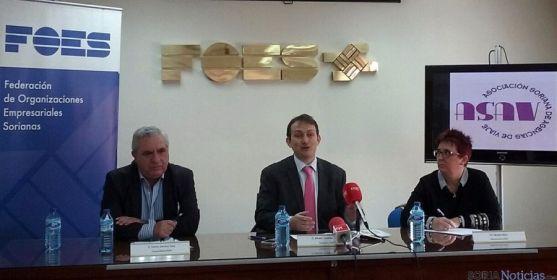 Sánchez, (izda.), Tundidor y Romera en la presentación de ASAV.