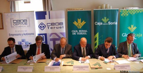 La firma entre responsables de las entidades financieras y la patronal. / CRS