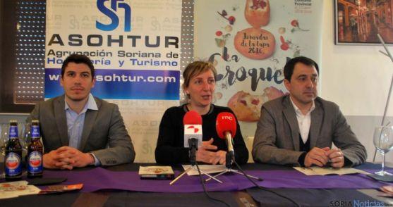 Pablo Moreno (izda.), Yolanda Santos y Javier Muñoz este jueves en Casa Toño./SN
