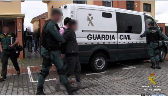 Una de las detenciones llevadas a cabo por la Guardia Civil en la operación 'Gavelo.  / GC.