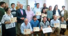 Los ganadores y finalistas este jueves en la sede de FOES. / FOES