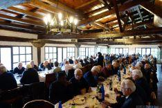Almuerzo de hermandad en el día festivo para los sacerdotes