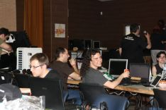 Participantes en la 'lan party'./Pasarlobit