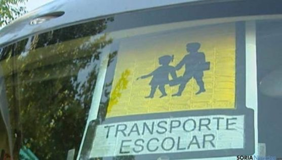 Los acompañantes cumplen una función básica en el transporte escolar.