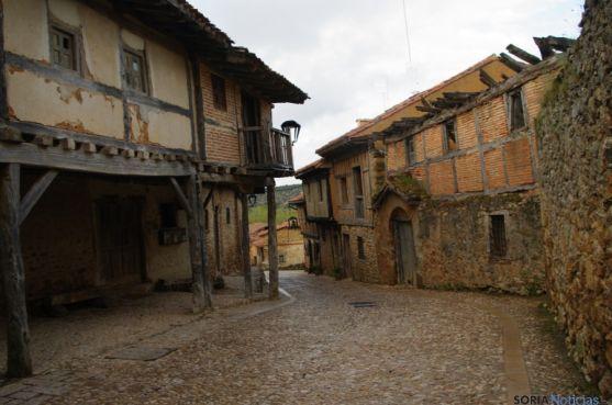 Calle principal de Calatañazor.