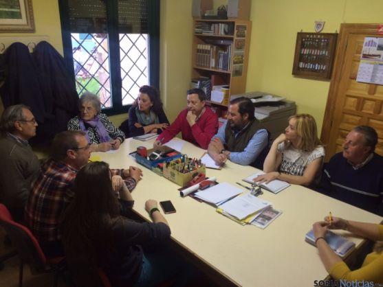 El grupo popular se reúne con la Asociación de La Barriada