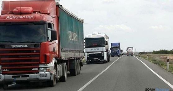 Camiones circulando por una carretera soriana. / SN