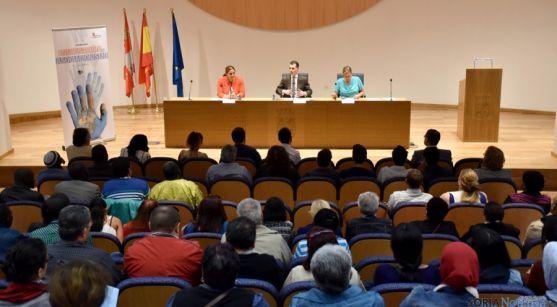 Los inmigrantes y la Junta analizan el asociacionismo. /Junta