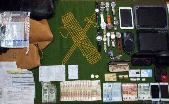 Objetos recuperados por la Guardia Civil en la operación. / Subdeleg.