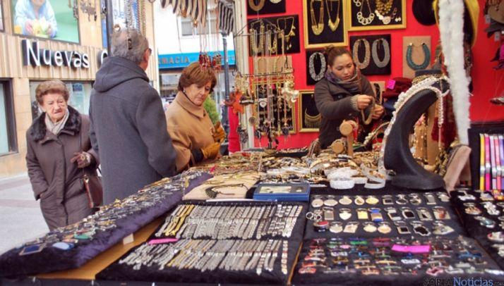 Un puesto de mercadillo artesanal en Soria. / SN