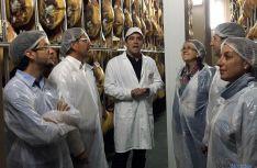 Los candidatos en la factoría sampedrana.