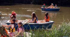 Escolares navegan por el río./Ayto.