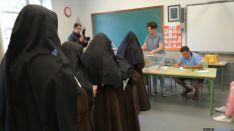Religiosas votando en La Arboleda. SN