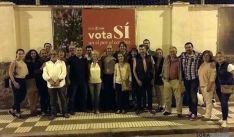 Multitudinaria pegada de carteles en la apertura de campaña del PSOE.