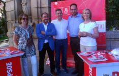 Hernando (2º dcha.) este miércoles en Soria.