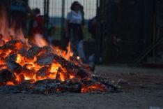 El fuego y los pasadores en una noche mágina en San Pedro Manrique. SN