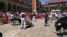 Fiesta de 'toros' en la plaza Mayor