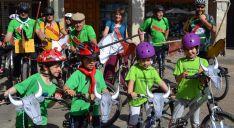 Grupo de ciclistas de Pedrajas, que se han presentado recreando La Saca. /Reportaje Gráfico SN