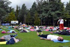 Sesiones de yoga en el Alto de La Dehesa. /SN