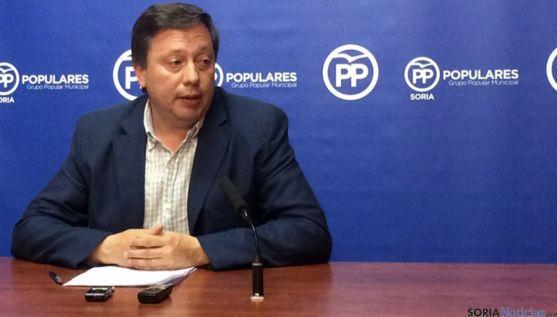 El concejal del PP, Adolfo Sainz en rueda de prensa.