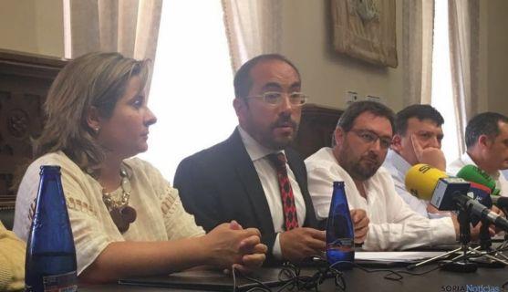 Luis Rey y diputados provinciales