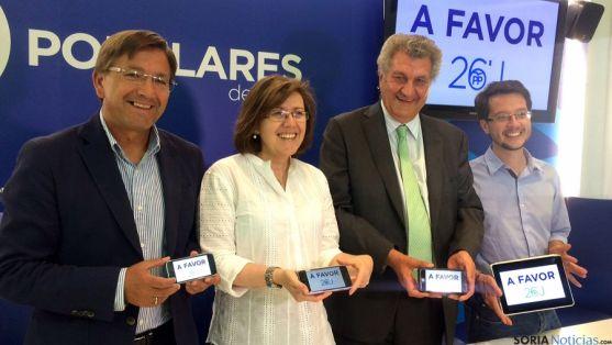 Angulo, en el centro, flanqueada por Martínez, (izda.) Posada y Cabezón.