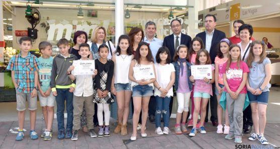 Los ganadores con representantes de la Junta y del Ayuntamiento./Jta.