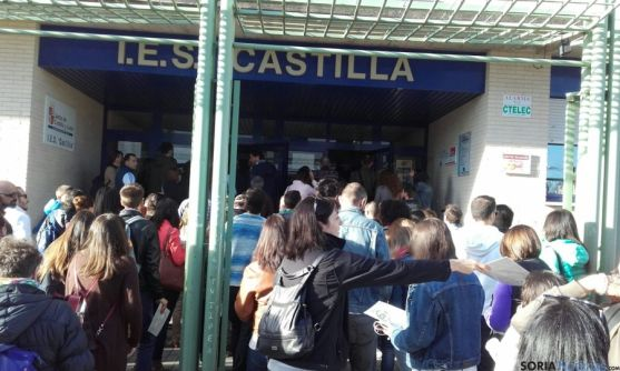 Opositores, en el instituto Castilla. /SN