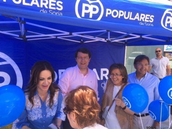Alfonso Fernández Mañueco y Silvia Clemente, en la carpa del PP