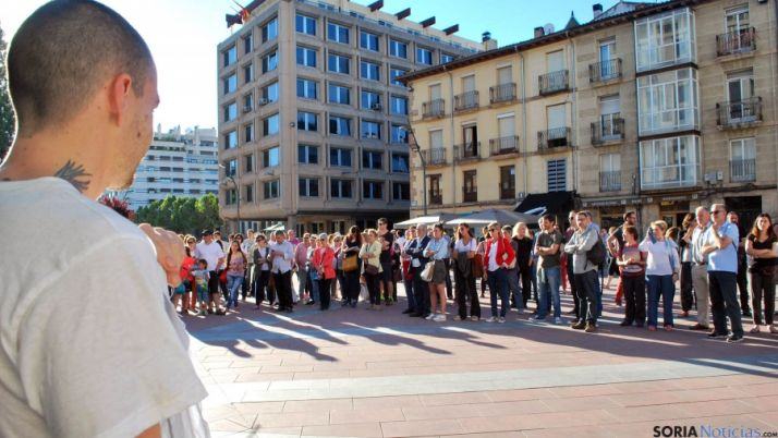 Imagen de la concentración en la tarde de este lunes. / SN