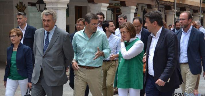 Rafael Catalá en la visita a El Burgo