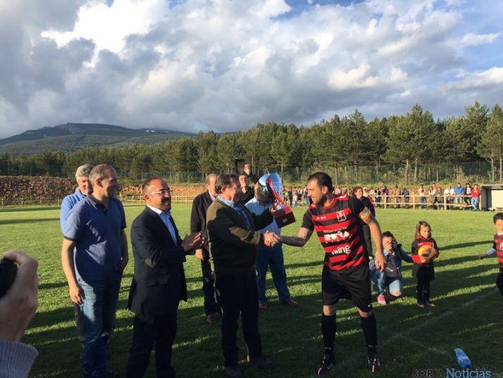 Foto 2 - Tardelcuende gana la Copa de la Diputación