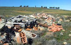 Uno de los vertederos denunciados, cerca de Numancia./ASDEN