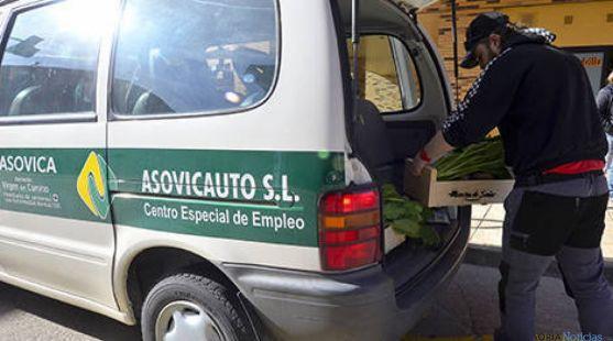 Un empleado de Asovica, en Soria.